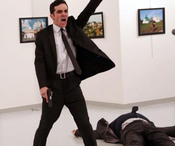 An-Assassination-in-Turkey-by-Burhan-Ozbilici.-World-Press-Photo-of-the-Year